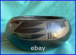Very Fine Vintage San Ildefonso Pueblo Pottery Bowl Black on Back Old Indian Pot